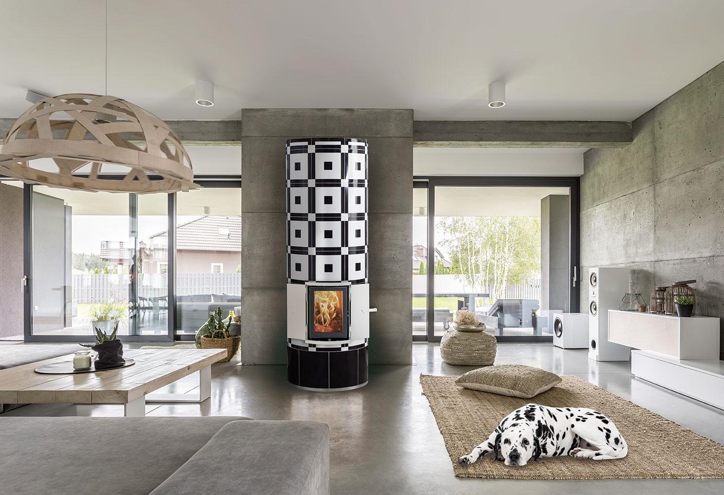 Krona Kachelofen im klassischen Bauhaus Stil, integriert in eine Wohnlandschaft
